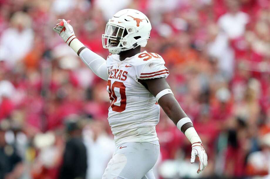 DALLAS, TX - OCTOBER 06: Charles Omenihu #90 of the Texas Longhorns celebrates after a play against the Oklahoma Sooners in the first half of the 2018 AT&T Red River Showdown at Cotton Bowl on October 6, 2018 in Dallas, Texas. (Photo by Tom Pennington/Getty Images) Photo: Tom Pennington, Staff / Getty Images / 2018 Getty Images