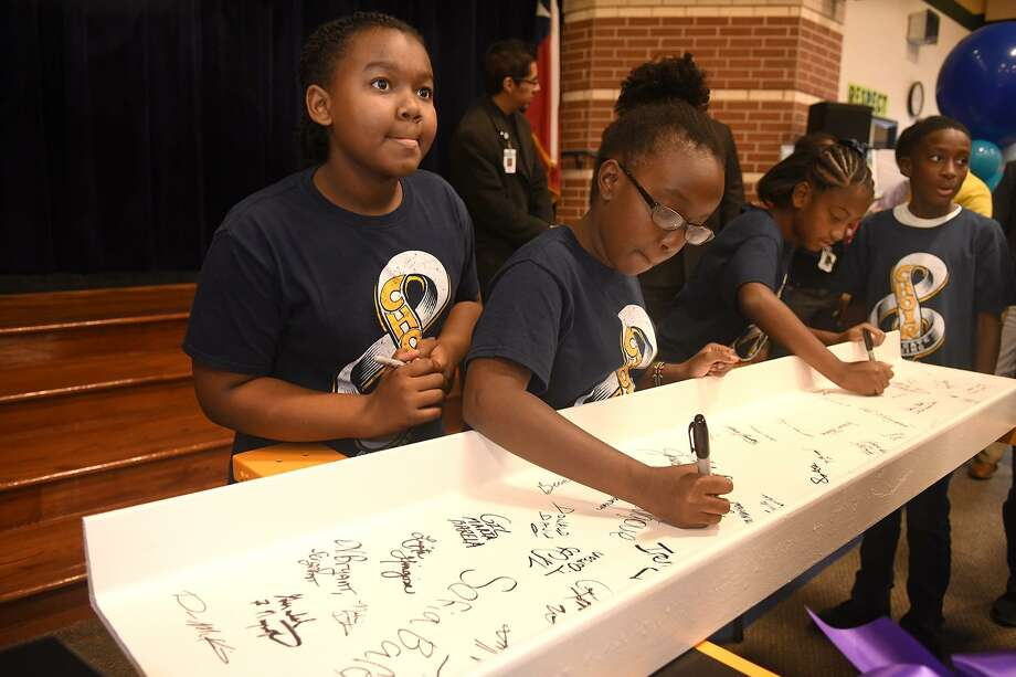 Sydnie Harrison, from left, Pauline Ocharo, and Kameryn Lincoln, all Northgate Crossing Elementary 5th graders and choir members, take part in the Middle School #8 Beam-Signing celebration at Northgate Elementary School on Oct. 25, 2018. Photo: Jerry Baker, Houston Chronicle / Contributor / Houston Chronicle