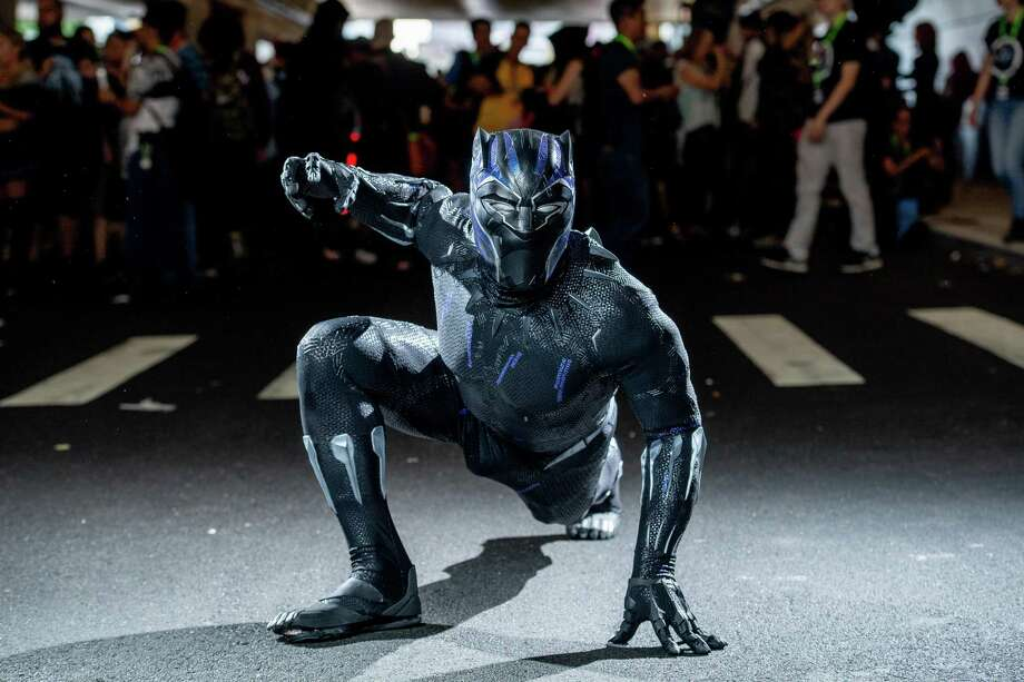 A fan makes cosplay like Black Panther of the Marvel Universe. Photo: Roy Rochlin, Stringer / Getty Images / 2018 Getty Images