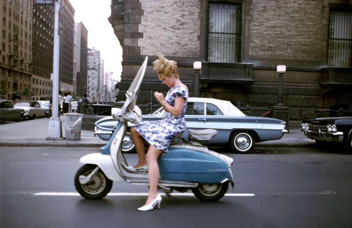 Joel Meyerowitz: New York City. 1965. © Joel Meyerowitz courtesy Aperture