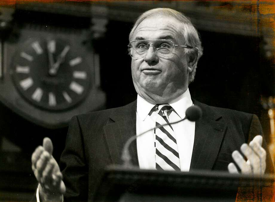 Former Gov. Lowell Weicker speaks in Hartford in 1994. Photo: File Photo / Connecticut Post file photo
