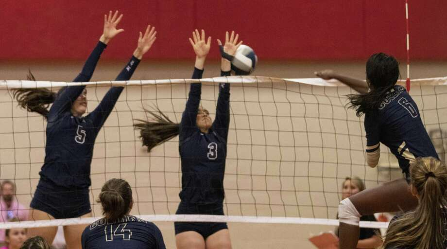 Erin Wyatt of Klein Collins (6) goes for a kill past Abby Kremer of College Park (5) and Madi Diaz of College Park (3) during a District 15-6A fourth-place tiebreaker Friday, Oct. 26, 2018 at Oak Ridge High School in Oak Ridge North. Photo: Cody Bahn, Houston Chronicle / Staff Photographer / © 2018 Houston Chronicle