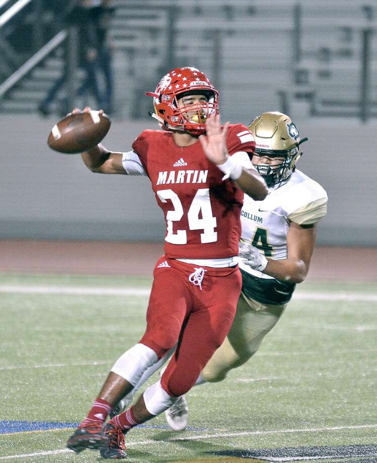 Martin quarterback Mathew Duron was named the District 14-5A-1 MVP after passing for 1,130 yards and eight scores and rushing for another 530 yards and eight scores. Photo: Cuate Santos /Laredo Morning Times File / Laredo Morning Times