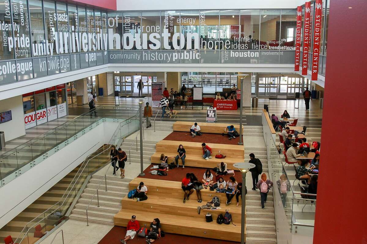 Students at the University of Houston Student Center. (For the Chronicle/Gary Fountain, November 16, 2016)
