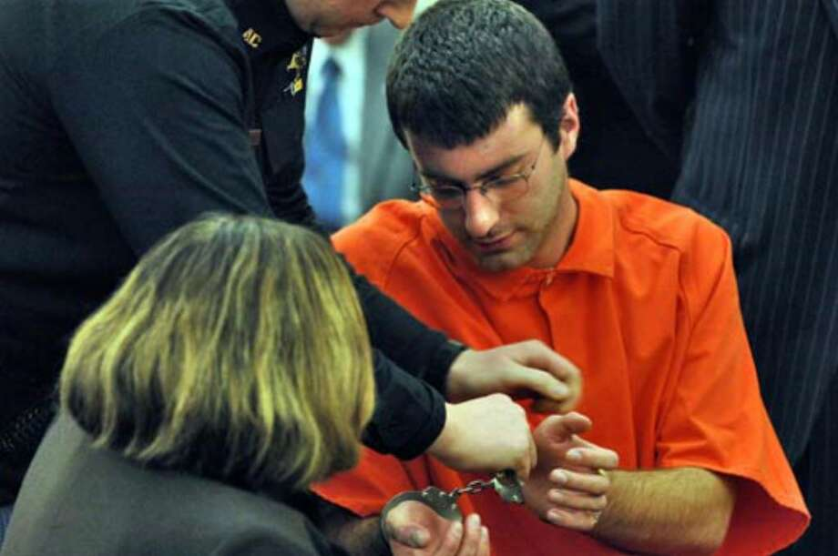 Albany County Sheriff's Deputies remove handcuffs from Christopher Porco before the start of a hearing Tuesday. Photo: Skip Dickstein