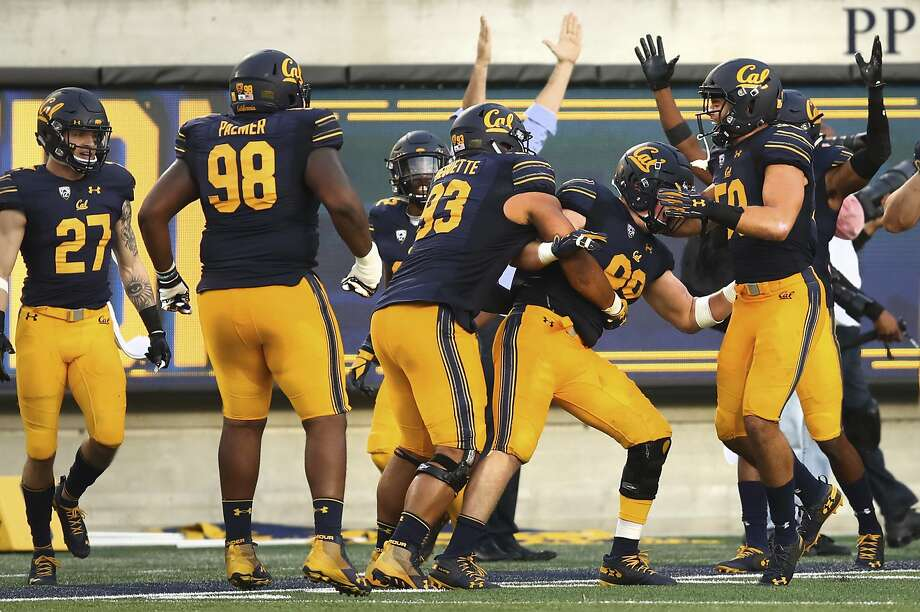 California's Evan Weaver, second from right, (89) is mobbed by teammates after intercepting a pass against Washington for a touchdown during the second half of an NCAA college football game Saturday, Oct. 27, 2018, in Berkeley, Calif. (AP Photo/Ben Margot) Photo: Ben Margot / Associated Press