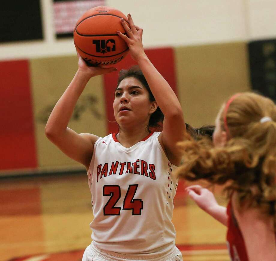 Caney Creek's Betty Heredia (24) shoots during the high school girls basketball game against Splendora last year. Photo: Michael Minasi, Staff Photographer / Houston Chronicle / © 2017 Houston Chronicle