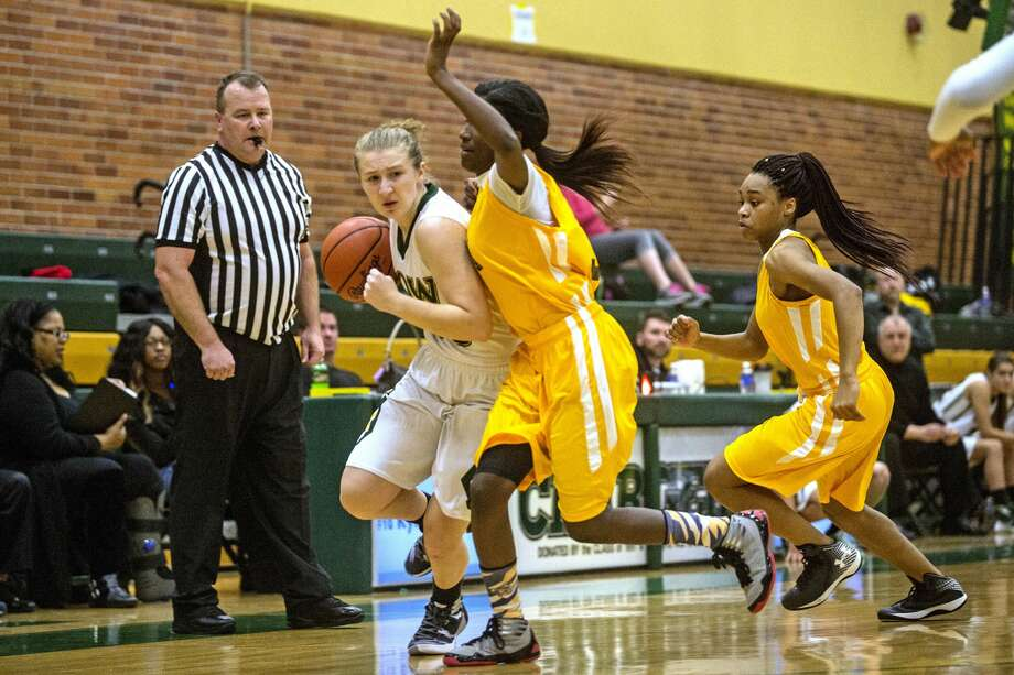 Dow High's Ellie Taylor drives past Arthur Hill's Dajunae Favorite during a Dec. 1, 2015 game. (Daily News file photo) Photo: Erin Kirkland, Daily News File Photos