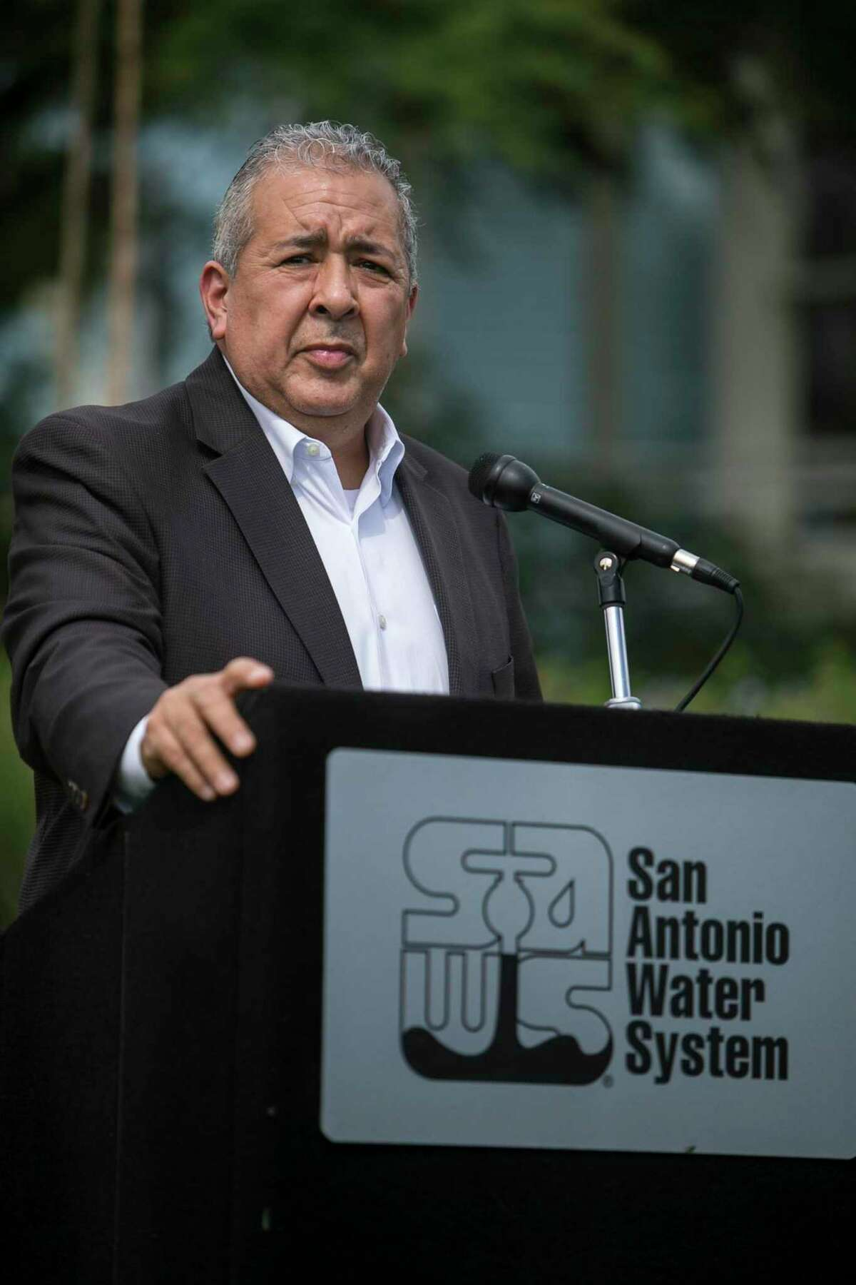 The SAWS Accountability Act would cap the tenure and salary of the chief executive. Robert Puente is the current president and CEO.