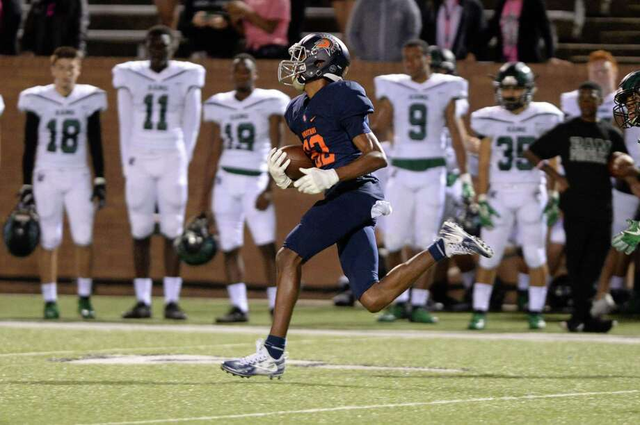 Eric Johnson (82) of Seven Lakes scores on an 82 yard run in the first quarter of a high school football game between the Seven Lakes Spartans and the Mayde Creek Rams on Friday, October 26, 2018 at Rhodes Stadium, Katy, TX. Photo: Craig Moseley, Houston Chronicle / Staff Photographer / ©2018 Houston Chronicle