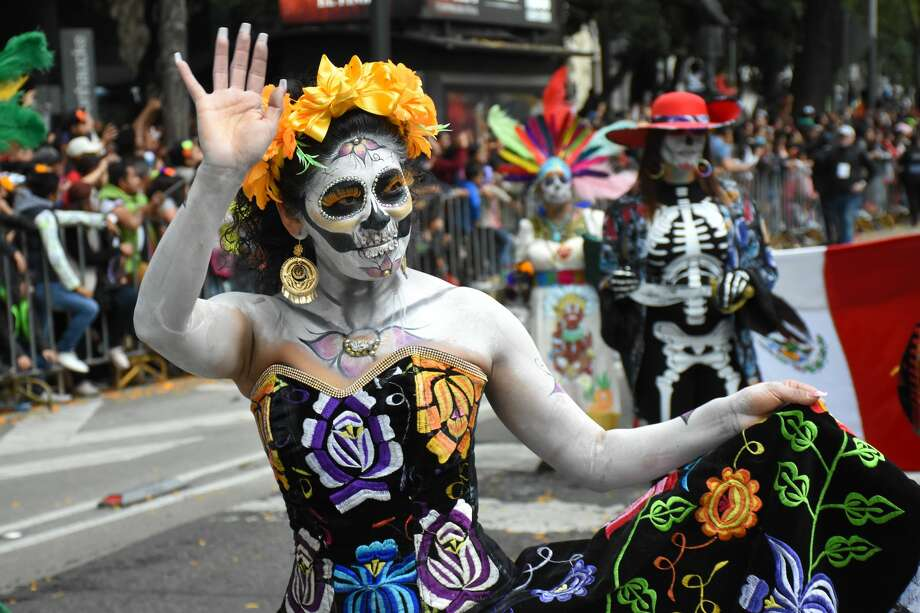 MEXICO CITY, MEXICO - OCTOBER 27: A participant dressed as skull dances during a parade as part of the Day of the Dead celebration at Avenida Reforma on October 27, 2018 in Mexico City, Mexico. 'Dia de los Muertos' is a colorful and diverse tradition in Mexico which combines catholic and prehispanic beliefs to pray for and remember family and friends who have passed away, starts on October 31st and ends on November 1st.  (Photo by Carlos Tischler/Getty Images) Photo: Carlos Tischler/Getty Images