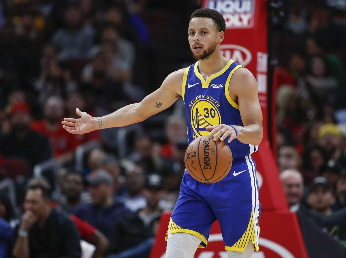 Golden State Warriors guard Stephen Curry brings the ball up court against the Chicago Bulls during the first half of an NBA basketball game, Monday, Oct. 29, 2018, in Chicago. (AP Photo/Kamil Krzaczynski)