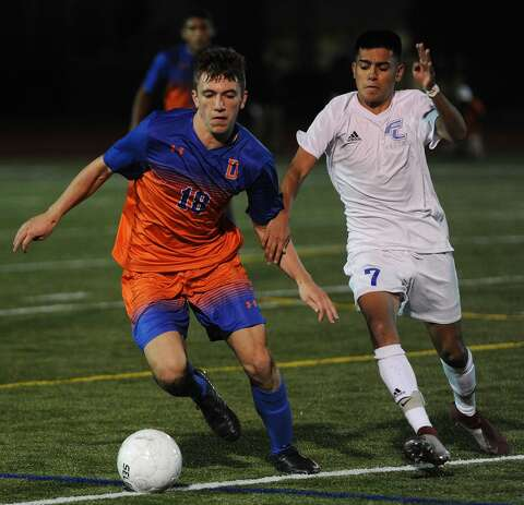Dos Reis goal with 45 seconds left, lifts Danbury past