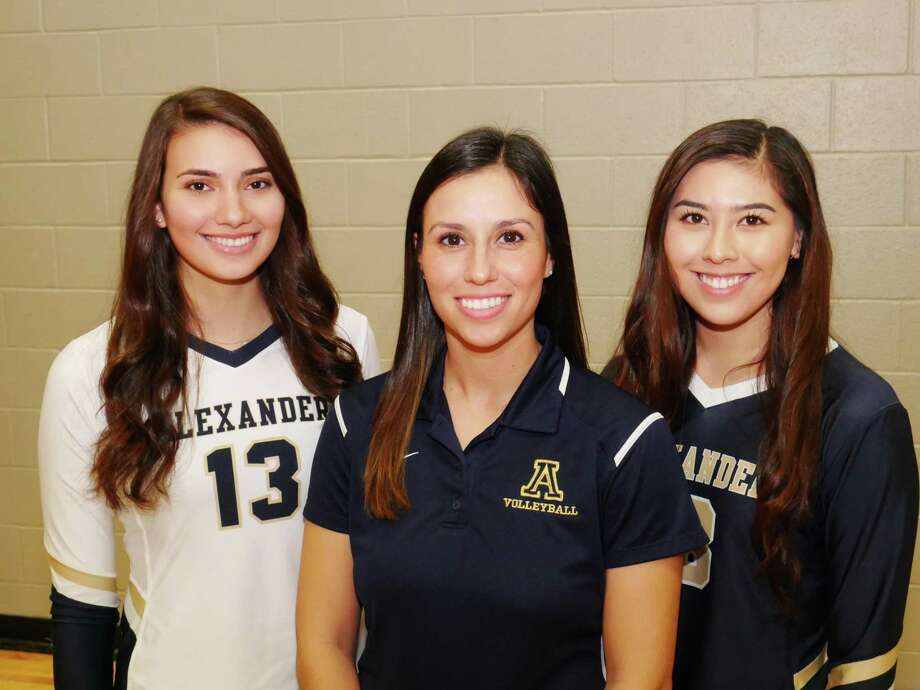Senior Nicole Gonzalez, head coach Ari Bermea-Mendoza, senior Amber Tran and Alexander earned the No. 1 seed in District 29-6A after winning a coin flip against United. The Lady Bulldogs will play their opening round game Tuesday. Photo: Cuate Santos /Laredo Morning Times