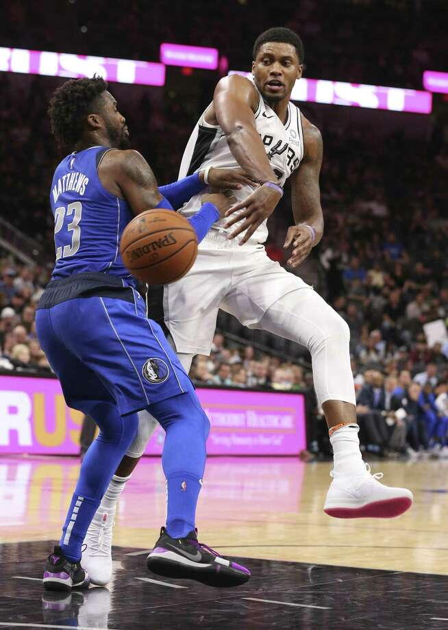 San Antonio Spurs' Rudy Gay passes the ball around Dallas Mavericks' Wesley Matthews during the first half at the AT&T Center, Monday, Oct. 29, 2018. Photo: JERRY LARA / San Antonio Express-News / © 2018 San Antonio Express-News
