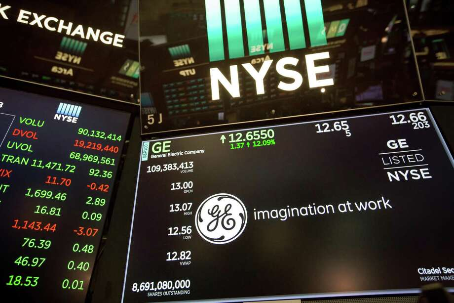A monitor displays General Electric Co. signage on the floor of the New York Stock Exchange (NYSE) in New York, U.S., on Monday, Oct. 1, 2018. U.S. stocks rose toward records, while the Canadian dollar and Mexican peso gained after negotiators agreed to a new version of the Nafta trade pact. Photographer: Michael Nagle/Bloomberg Photo: Michael Nagle / Bloomberg / © 2018 Bloomberg Finance LP