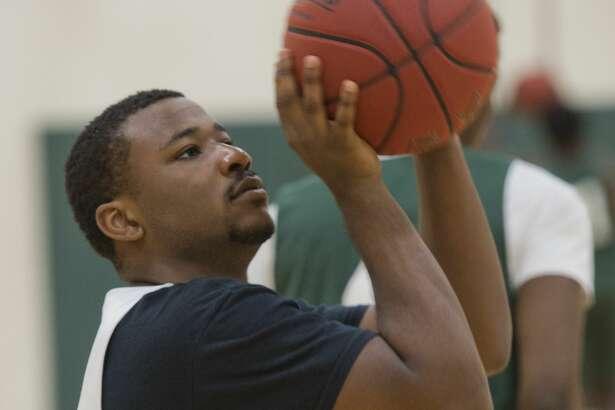 Midland College's Montre Gipson shoots baskets 10/29/18 during practice. Tim Fischer/Reporter-Telegram