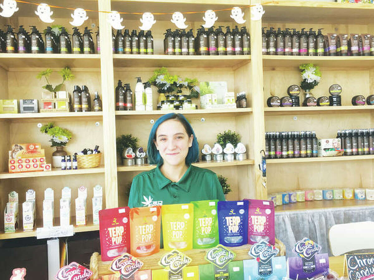 CBD Kratom sales associate Sophia Khalid always greets visitors with a smile and warm welcome at the CBD Kratom location in Alton, Illinois, at 2801 Homer Adams Pkwy. Khalid's wealth of knowledge of the company's products helps customers make decisions based on their needs, whether its pain relief, stress and anxiety, or sleep issues, to CBD products for topical use, relaxation, hemp bath and body, and more.
