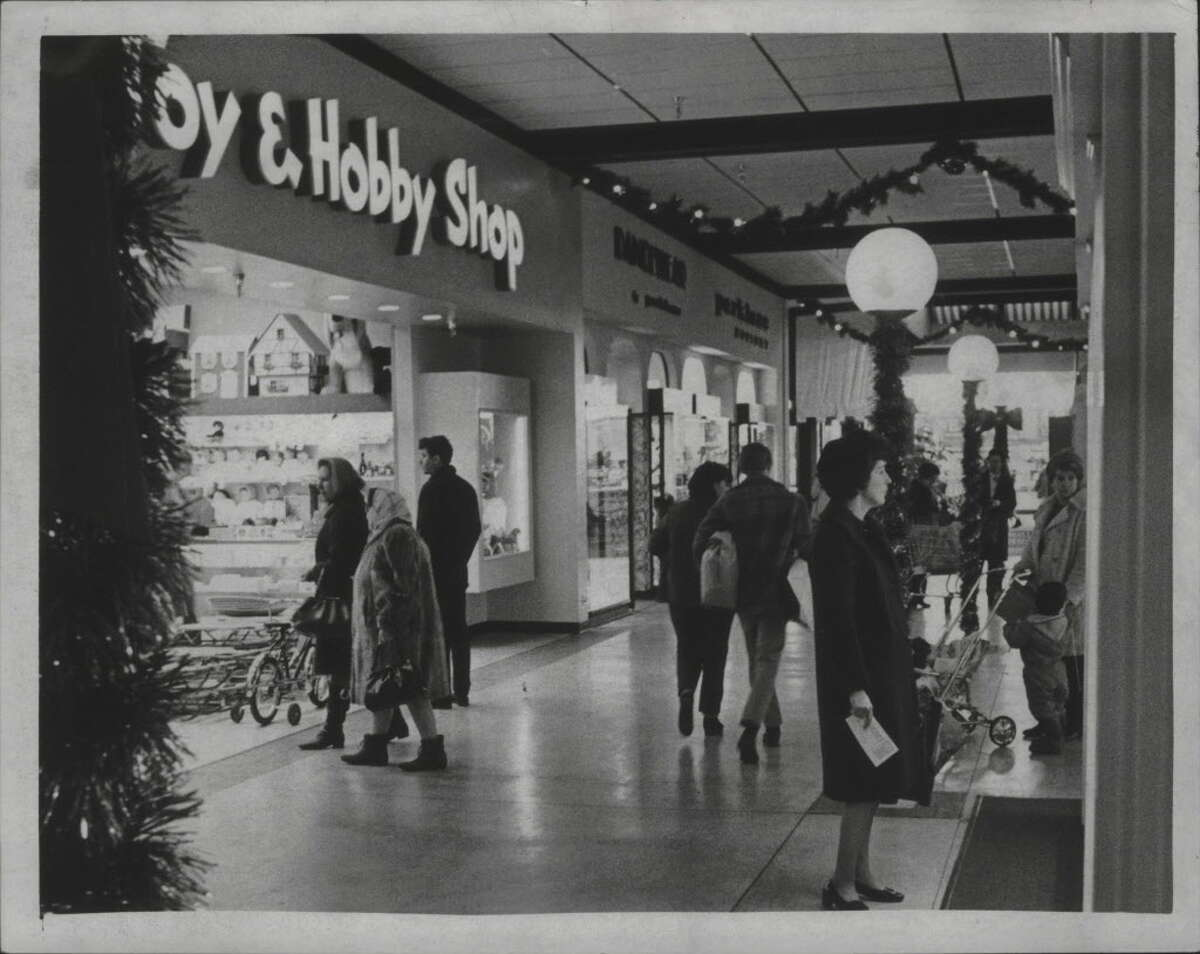 Holiday shoppers at Northway Mall Shopping Center in Colonie in 1970.