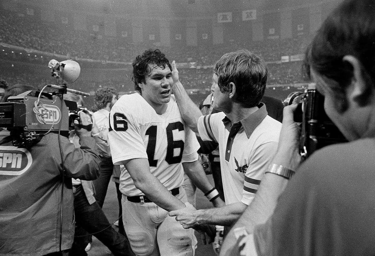 Oakland Raiders quarterback Jim Plunkett, left, accepts congratulations from Philadelphia Eagles head coach Dick Vermeil after Super Bowl XV in New Orleans, Jan. 25, 1981. (AP Photo/Pete Leabo)