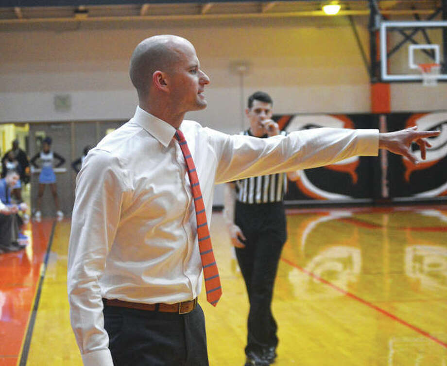 Edwardsville boys' basketball coach Dustin Battas shouts out instructions during a junior varsity game last year inside Lucco-Jackson Gymnasium. Photo: Matt Kamp/Intelligencer
