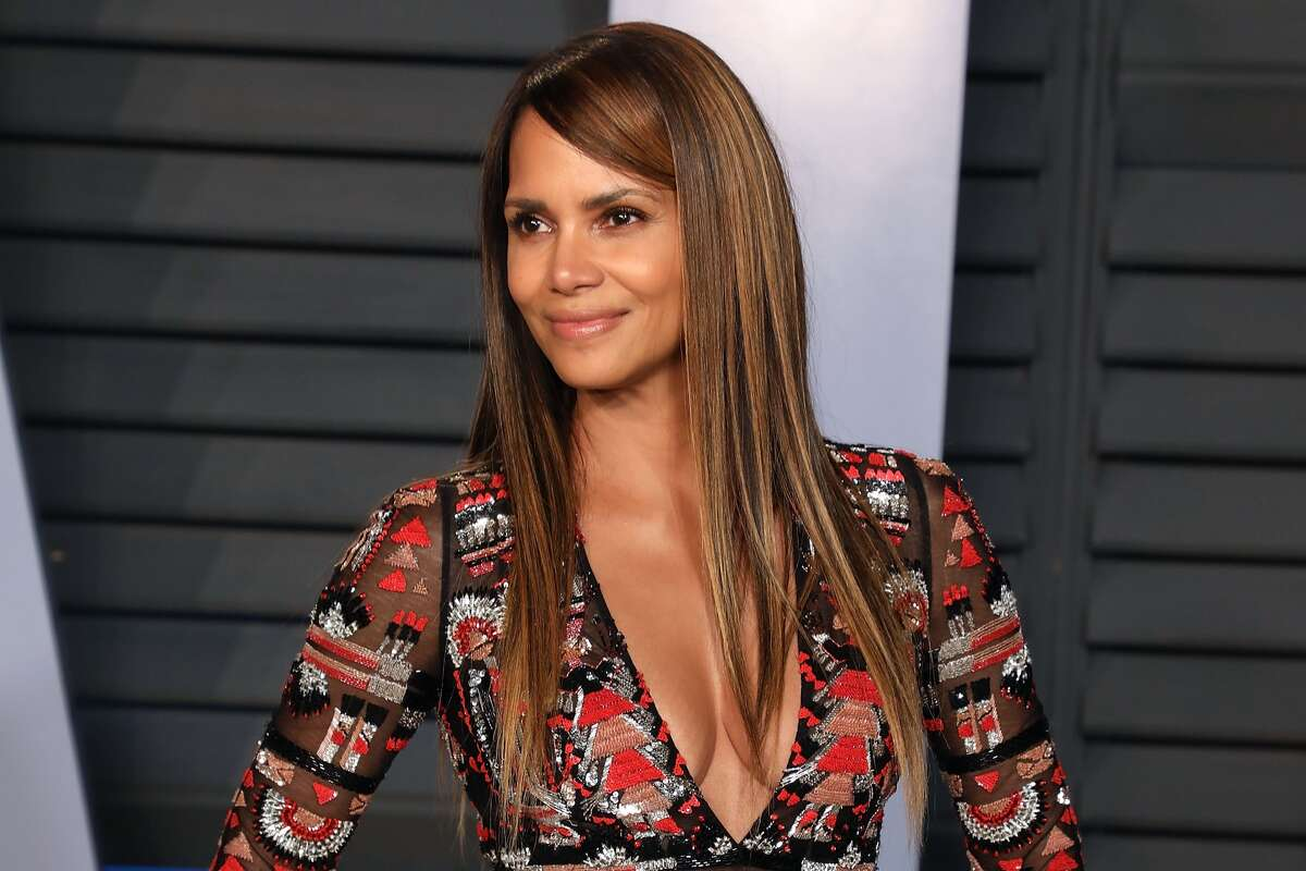 Halle Berry Eating plan: Ketogenic  What is it? This high-fat, low-carb diet that claims to help your body burn fat.