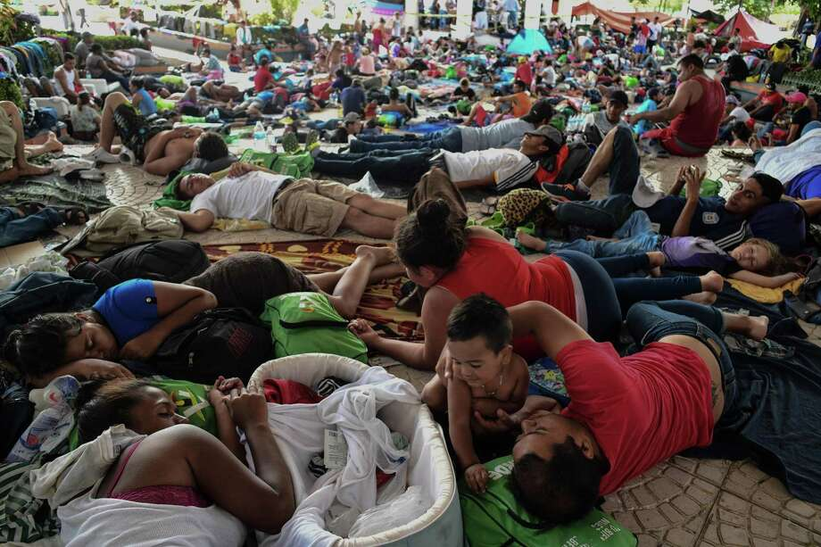Honduran migrants take a rest in the main plaza, after reaching the city of Pijijiapan, Mexico, on October 25, 2018, as the caravan of thousands continued toward the United States. Photo: Miguel Juarez Lugo, MBR / TNS / Zuma Press