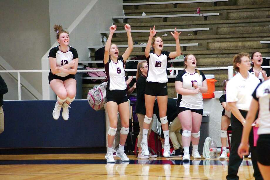 Pearland celebrates a point against Clear Falls Tuesday in a bi-district volleyball match in Pasadena. Photo: Kirk Sides / Houston Chronicle / © 2018 Kirk Sides / Houston Chronicle