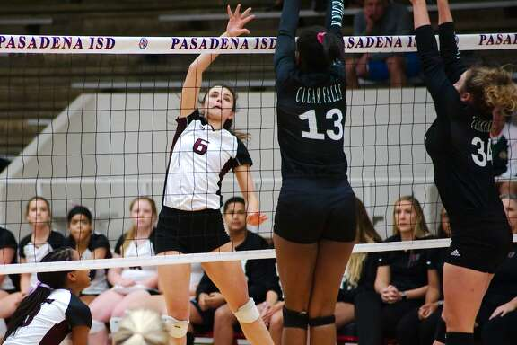 Clear Falls volleyball versus Pearland Tuesday, Oct. 30 at Pasadena ISD  Phillips Field House.