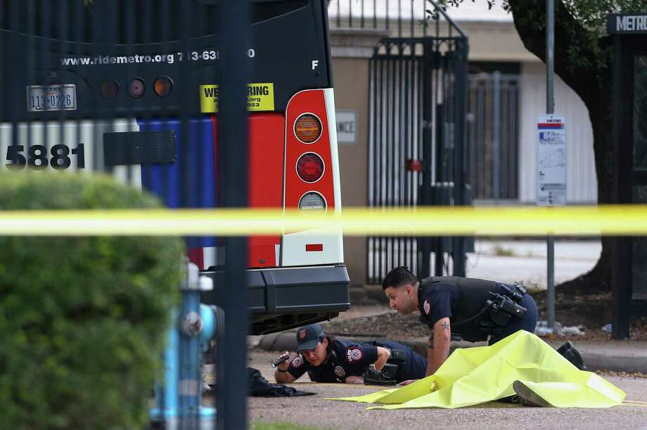 Metro police officers investigate the scene where a woman was fatally struck by a Metro bus on Peakwood Drive near Red Oak Drive Wednesday, Oct. 31, 2018, in Houston. Photo: Godofredo A. Vasquez, Staff Photographer / 2018 Houston Chronicle