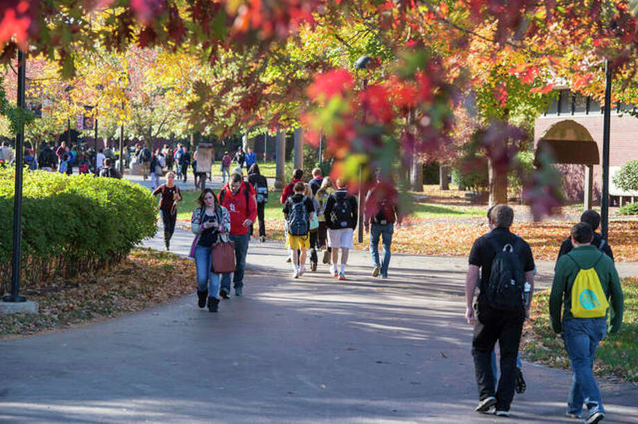 SIUE students walking campus in fall 2014. Photo: For The Telegraph