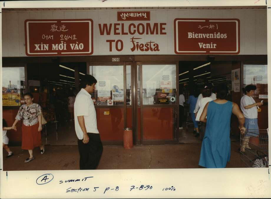 "July 1990: This Fiesta supermarket - with a nod to the many ethnic communities in Houston - has several ways of saying ""welcome"" at the entrance of the store. Photo: Howard Castleberry/Houston Chronicle"