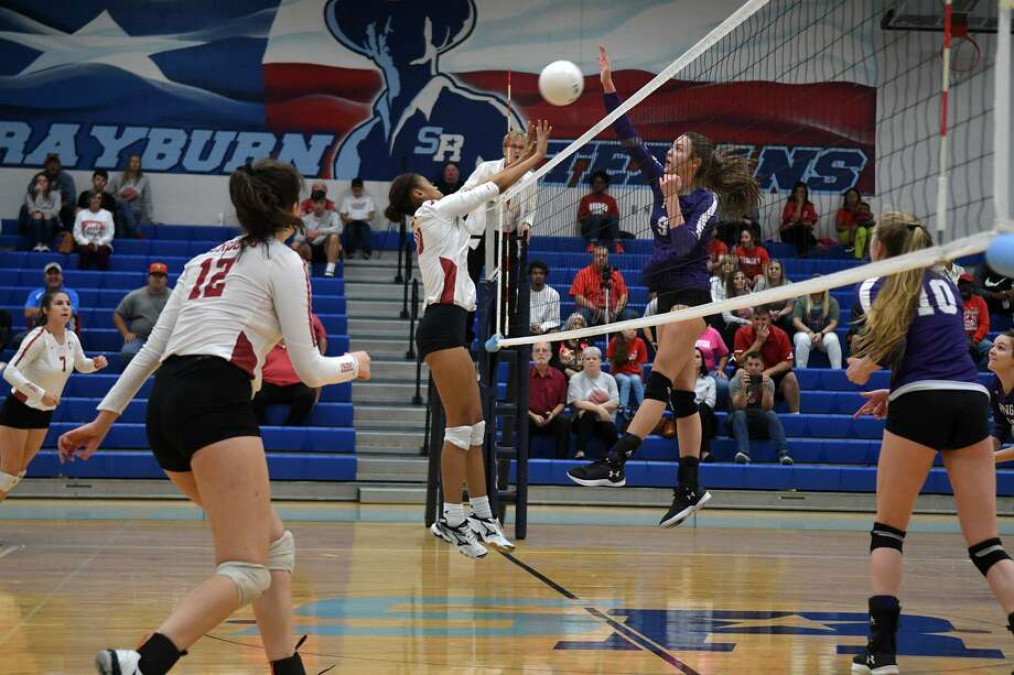 Crosby senior Morgan Lewis, center, battles at the net against Port Neches-Groves junior Layla Stansbury during the first set of their UIL Region III-5A Bi-District volleyball playoff matchup at C.E. King High School in Houston on Oct. 30, 2018. Photo: Jerry Baker, Houston Chronicle / Contributor / Houston Chronicle