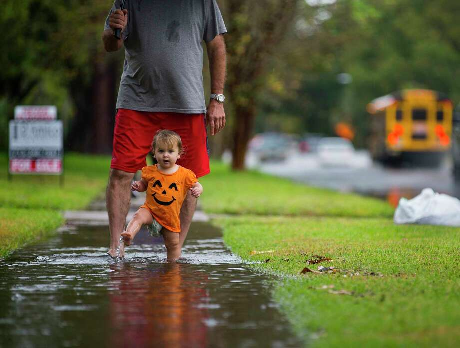 It's a rainy Halloween this year.  Photo: Mark Mulligan, Staff Photographer / © 2018 Mark Mulligan / Houston Chronicle
