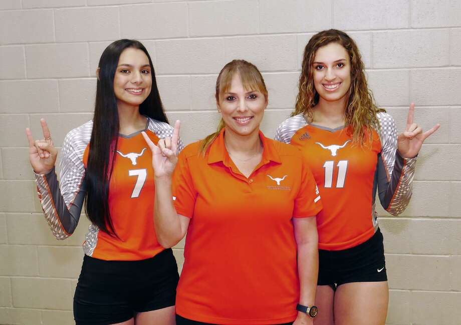 Violetta Guerrero, head coach Lety Longoria, Lauren Arzuaga and United face Los Fresnos at 7 p.m. Thursday at La Joya Juarez-Lincoln in the area round. Photo: Cuate Santos /Laredo Morning Times / Laredo Morning Times