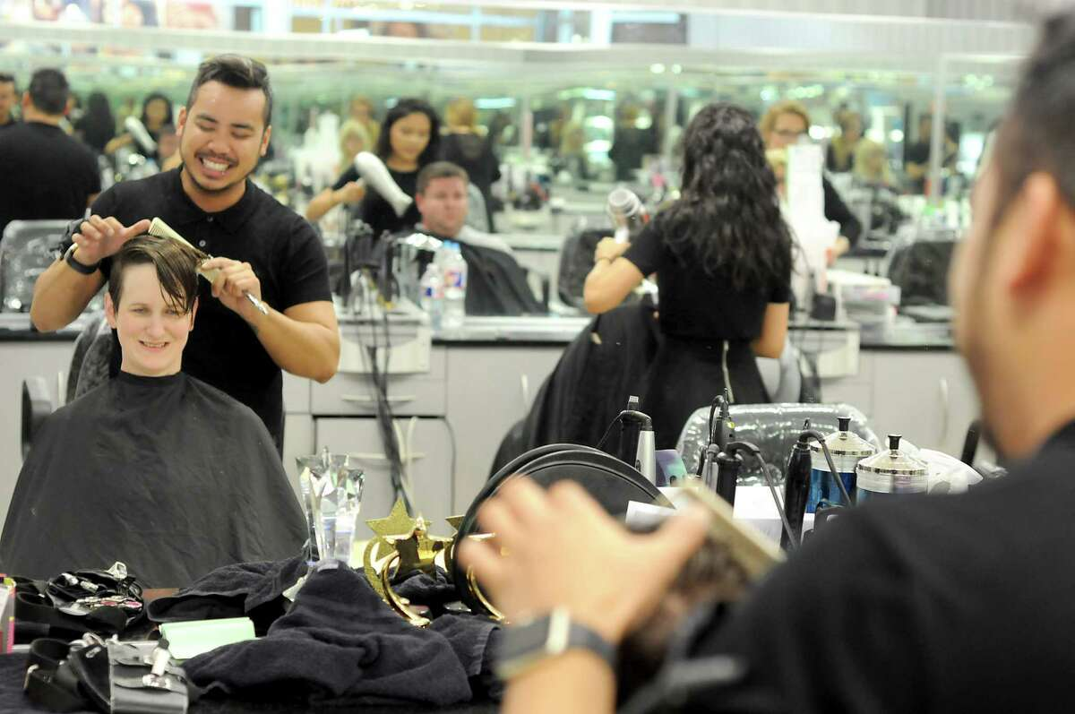 Kara Bemis has her hair cut by Tri Nguyen at Visible Changes in Memorial City Mall Wednesday Sept.26, 2018.