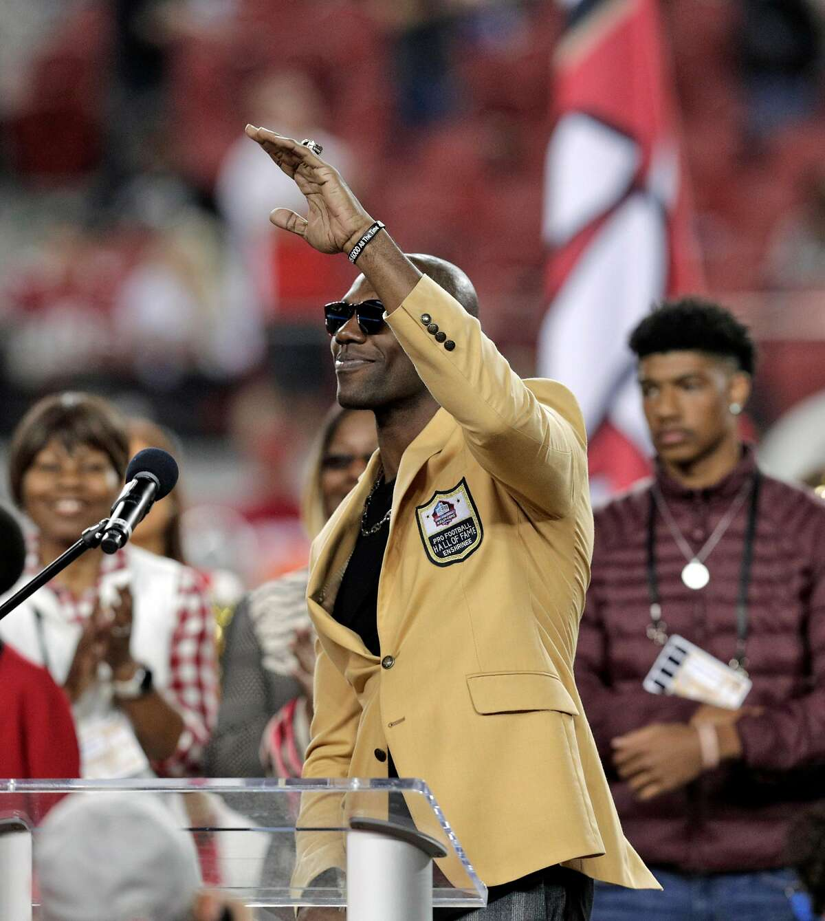 Terrell Owens waves to the crowd after recieving his Hall of Fame ring during a half time ceremony as the San Francisco 49ers played the Oakland Raiders at Levi's Stadium in Santa Clara, Calif., on Thursday, November 1, 2018.