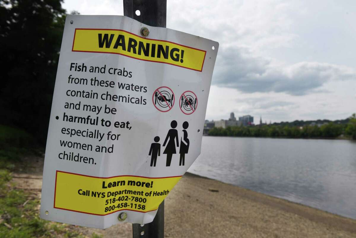 Sign at Hilton Park warns anglers not to eat fish or crabs caught in the Hudson River on Monday, Aug. 28, 2017, in Rensselaer, N.Y. (Will Waldron/Times union)
