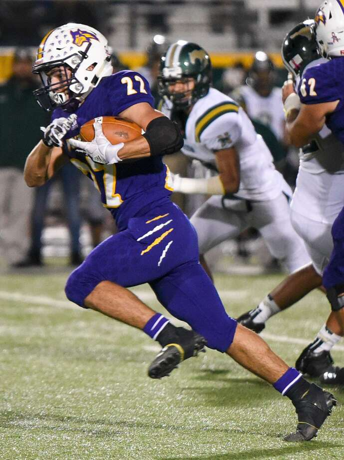 Eddie Santillan ran for 183 yards and matched a career high with four touchdowns Thursday at the SAC leading LBJ to a 34-33 victory over Nixon. Photo: Danny Zaragoza /Laredo Morning Times