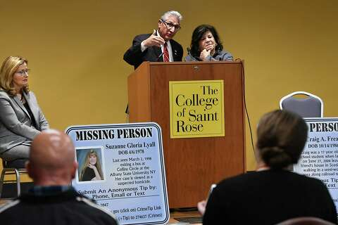 Saint Rose students try to piece together a cold case