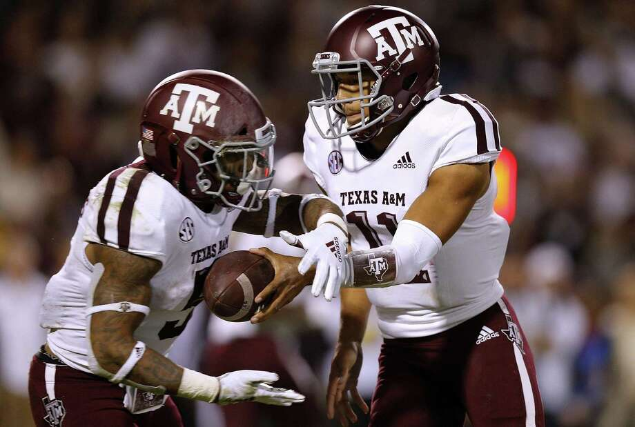 STARKVILLE, MS - OCTOBER 27: Kellen Mond #11 of the Texas A&M Aggies hands the ball to Trayveon Williams #5 during the first half against the Mississippi State Bulldogs at Davis Wade Stadium on October 27, 2018 in Starkville, Mississippi. (Photo by Jonathan Bachman/Getty Images) Photo: Jonathan Bachman, Stringer / Getty Images / 2018 Getty Images