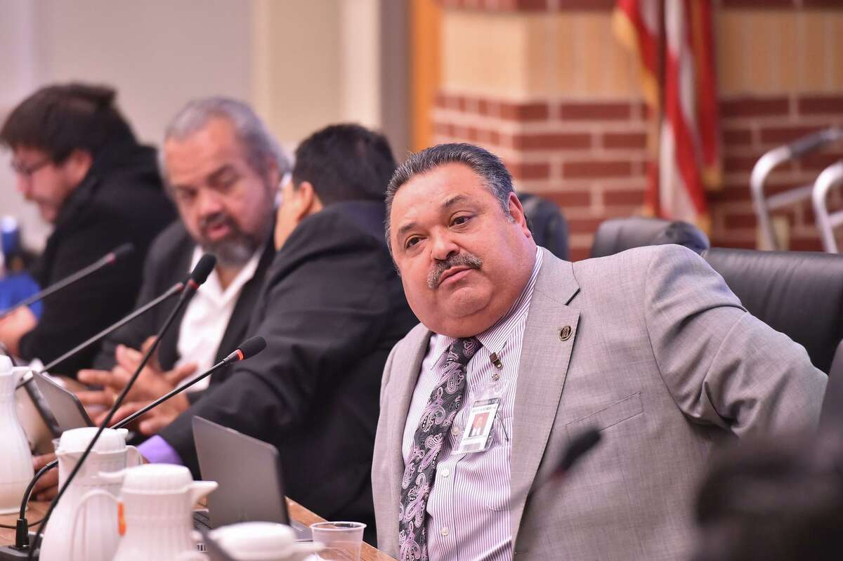 Harlandale ISD Superintendent Rey Madrigal at a 2018 meeting.