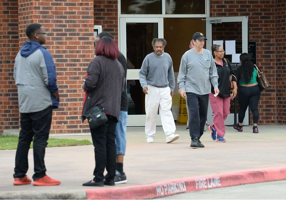 Voters enter and exit the Rogers Park polling station during Monday's early voting.    Photo taken Monday, 10/22/18 Photo: Guiseppe Barranco/The Enterprise, Photo Editor / Guiseppe Barranco ©