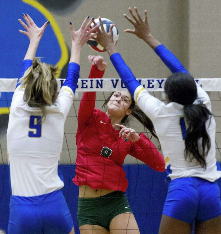 The Woodlands Dylan Maberry (9), shown here earlier this season against Klein, had a team-high 36 kills in the Lady Highlanders five-set win over Tomball Memorial Friday night in the Region II-6A area round. Photo: Jason Fochtman, Houston Chronicle / Staff Photographer / © 2018 Houston Chronicle