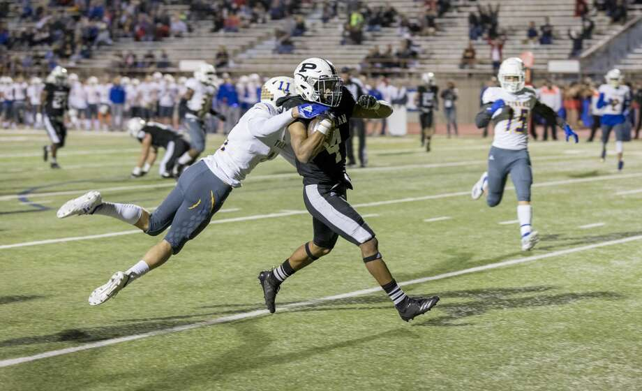 Justin Hammond (4) scores a touchdown Friday night. Photo: Jacy Lewis/191 News