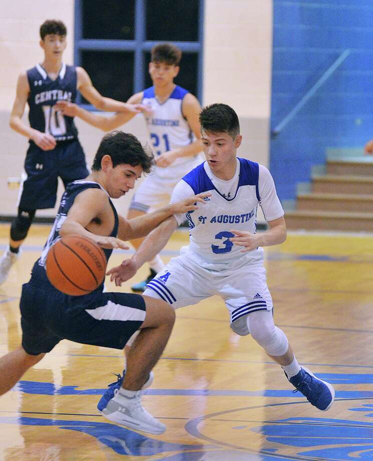 Esteban Pedraza had a team-best 14 points in St. Augustine's 47-34 loss to Second Baptist. The Knights were 0-2 to start the 2018-19 season at their home event, also losing 82-52 in their opener against Central Catholic. Photo: Cuate Santos /Laredo Morning Times / Laredo Morning Times