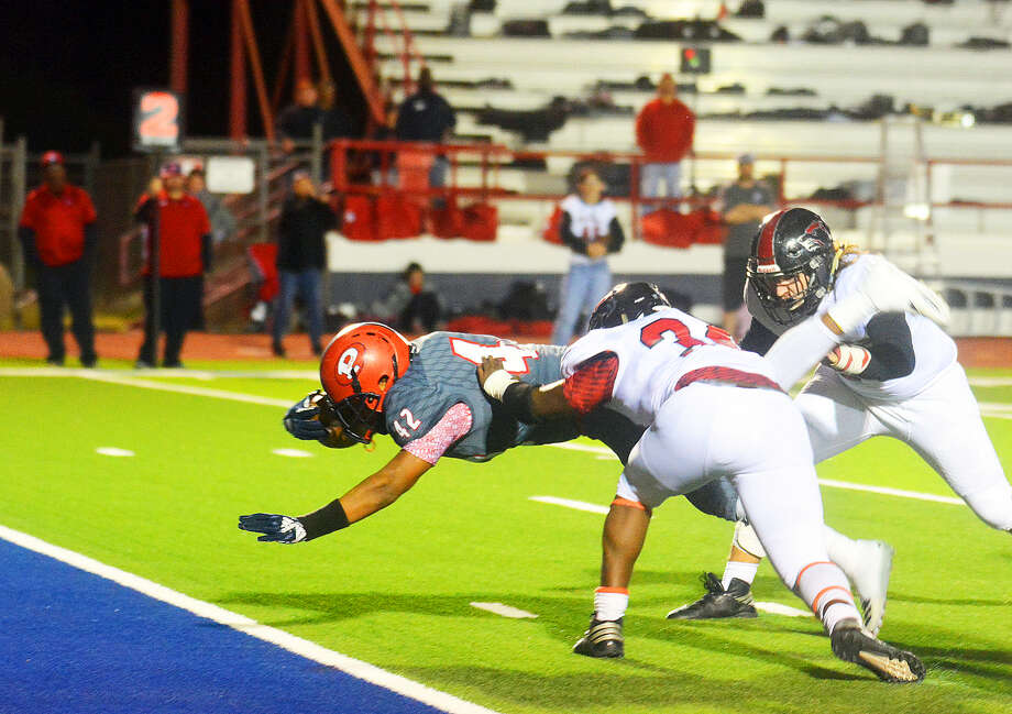 SUPER 'DREW Plainview Bulldogs senior tailback Andrew Villa eludes the Wichita Falls Old High Coyotes defenders to score a touchdown during the District 3-5A football game on Friday at Greg Sherwood Memorial Stadium in Plainview. The Coyotes won, 49-28. Photo: Alexis Cubit/Plainview Herald