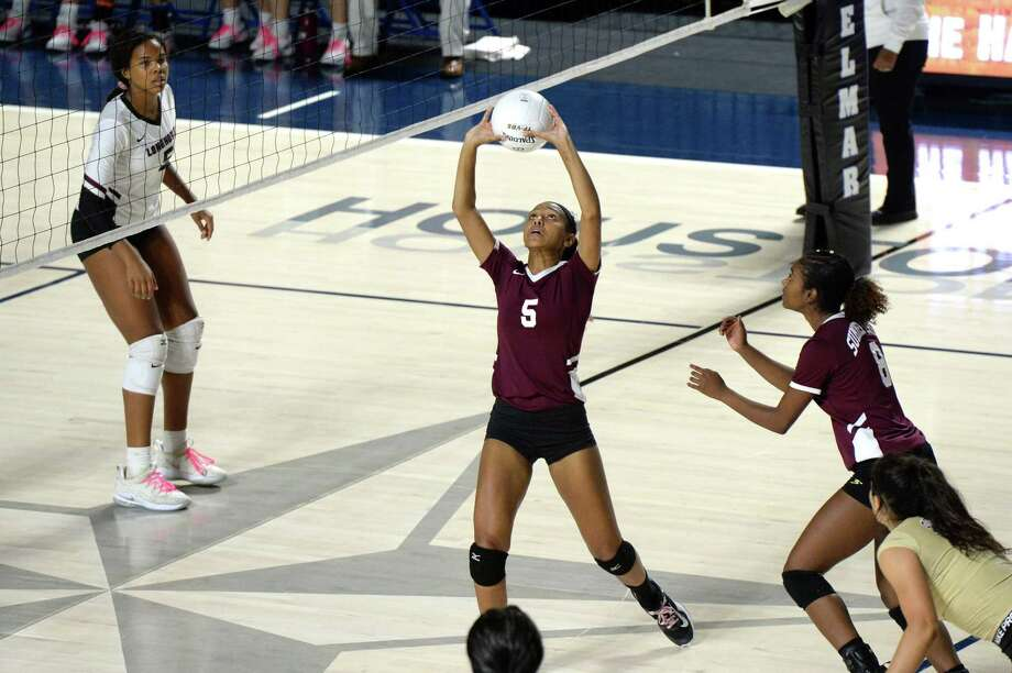 Bailey Bryant (5) of Summer Creek sets a ball in the third set of a Class 6A Region III Area-round playoff volleyball match between the George Ranch Longhorns vs Summer Creek Bulldogs on Friday, November 2, 2018 at Delmar Fieldhouse, Houston, TX. Photo: Craig Moseley, Staff / Staff Photographer / ©2018 Houston Chronicle