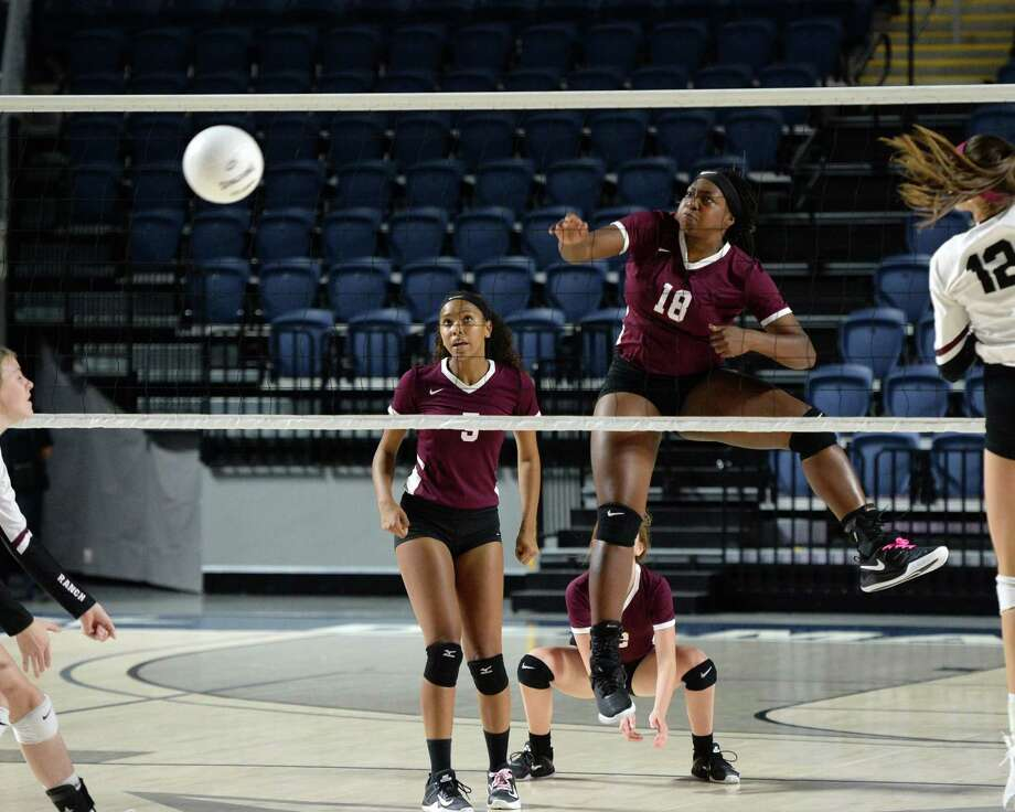 Tauryn Cummings (18) of Summer Creek attempts a kill shot in the second set of a Class 6A Region III Area-round playoff volleyball match between the George Ranch Longhorns vs Summer Creek Bulldogs on Friday, November 2, 2018 at Delmar Fieldhouse, Houston, TX. Photo: Craig Moseley, Staff / Staff Photographer / ©2018 Houston Chronicle