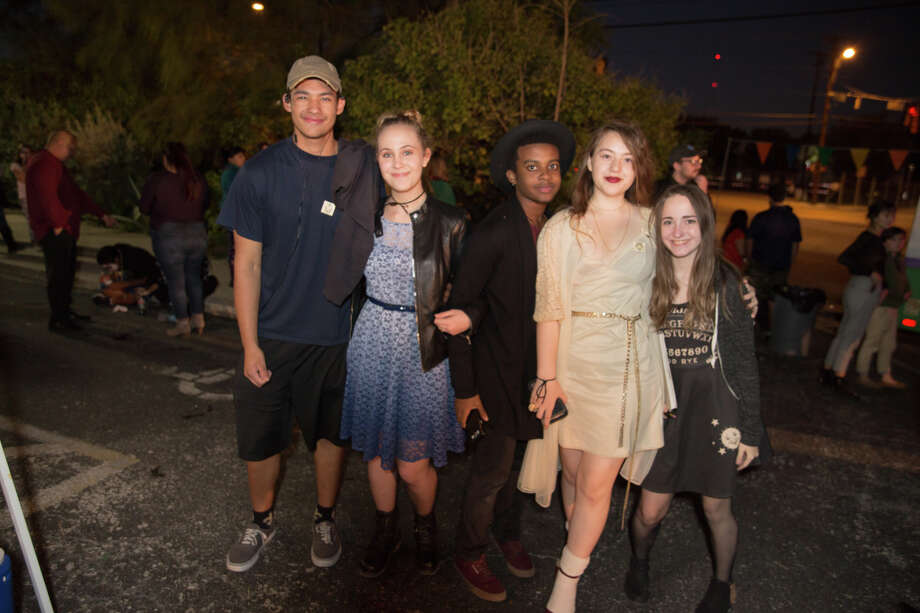 A celebration of Mexican-American culture in San Antonio through art, music, and dance filled the grounds of SAY Sí Friday, Nov. 2, 3018, as the cultural arts organization hosted its free Muertitos Fest, a Día de los Muertos festival. Photo: B. Kay Richter For MySA